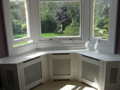 A home may not always be complete without a bay window seat. Make sure that these bay window seats are suitable for the whole conce… Corner Seating, Cafe Seating, Lounge Seating, Seating Plans, Bay Window Benches, Window Seats, Bay Window Living Room, Window Seat Kitchen, Home Decor Bedroom