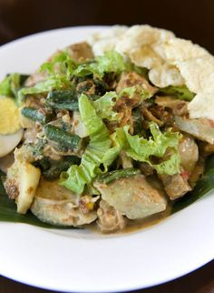 INDONESIAN FOOD - Gado-Gado (Mixed Vegetables With Peanut Sauce)