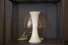 Lampada da tavolo in plexiglass trasparente