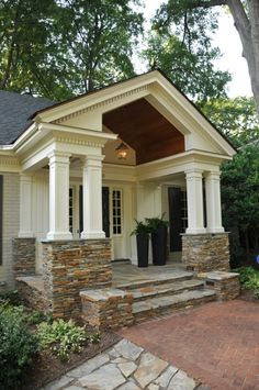 Ideas for house exterior ranch style curb appeal Porch Columns, Stone Columns, Square Columns, Plane 2, Traditional Porch, Ranch Remodel, Building A Porch, Exterior Remodel, Ranch Exterior