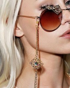 """MODAAZ on Instagram  """"💁♀ Que mulher não gosta de usar algum tipo de item  de desejo  👓👜 Óculos, brincos, bolsas, são imprescindíveis para compor o  look e ... 9790051795"""