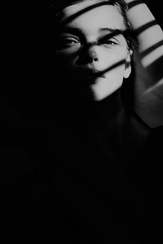 Light And Shadow Photography, Dark Photography, Artistic Photography, Creative Photography, Black And White Photography, Portrait Photography, Creative Portraits, Studio Portraits, Shadow Portraits