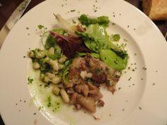 Oreilles de cochon avec des haricots blancs (Pig ear with white beans) - Raquel Carena, Le Baratin