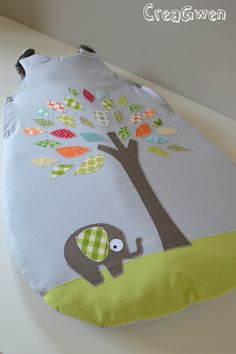 Turbulette Sewing For Kids, Baby Sewing, Diy For Kids, Baby Sofa, Couture Bb, Toy Craft, Baby Time, Baby Crafts, Sleeping Bag