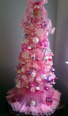 Cupcake Christmas Tree, Sweet fun tree for my addiction. , I'm a cupcake lover … – Decorate Christmas Tree Girly Christmas Tree, Creative Christmas Trees, Beautiful Christmas Trees, Christmas Tree Themes, Noel Christmas, Christmas Crafts, Purple Christmas, Xmas Trees, Candyland