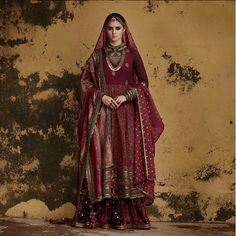 Latest Sabyasachi 2018 Bridal Lehengas has a brand new blouse design. Some exceptional bridal sarees, and the usual glitz and glam. Indian Bridal Outfits, Indian Bridal Lehenga, Indian Bridal Fashion, Indian Dresses, Bridal Dresses, Bridal Sarees, Wedding Outfits, Lehenga Anarkali, Sabyasachi Collection