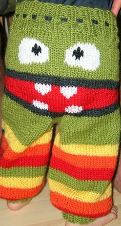 Free pattern-> http://wonderfuldiy.com/wonderful-diy-amusing-knitted-monster-pants-with-free-patterns/ #diy #knit