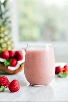 A delicious dairy-free Pina Colada smoothie with strawberries -- the perfect summer cool-down treat that everyone will love. Virgin Pina Colada Smoothie Recipe, Pina Colada Recipe Non Alcoholic, Smoothie Drinks, Smoothie Recipes, Vegan Smoothies, Drink Recipes, Matcha, Chelsea's Messy Apron