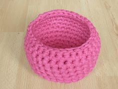 Käsityön riemua: Virkatun korin ohje Crochet Fashion, Friendship Bracelets, Sewing Crafts, Diy And Crafts, Knit Crochet, Crochet Patterns, Crochet Ideas, Basket, Beanie