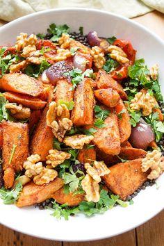 vegetarisches Rezept für orientalisches Ofengemüse mit Linsen und Zitronen-Joghurt-Soße