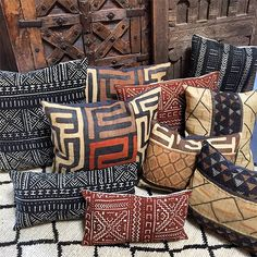 Global Style at Tierra Del Lagarto Mudcloth and Kuba Cloth pillows African Interior Design, African Design, African Style, African Room, Deco Boheme Chic, African Furniture, Stoff Design, African Home Decor, Decoration Christmas