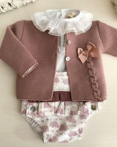 649 Likes, 22 Comments - Rosa Galo Artesanía Infantil ( on I. Baby Cardigan Knitting Pattern, Knitted Baby Cardigan, Knit Baby Sweaters, Knitted Baby Clothes, Baby Knitting Patterns, Baby Patterns, Crochet Jacket, Crochet Patterns, Baby Girl Fashion