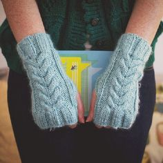 An easy project to practice your cable knitting on! Original free pattern!