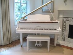 White baby grand piano in my dream home. Grand Piano Room, Piano Room Decor, Home Decor Bedroom, Piano Living Rooms, Yamaha Piano, Piano Pictures, Used Piano, Painted Pianos, Music Box Ballerina