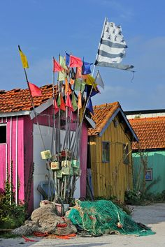 colorful cabins of oyster farmers, harbor, Le Château-dOléron on the island Ile d'Oleron, Charent-Maritime, France.  Photo: Arterra Picture Library