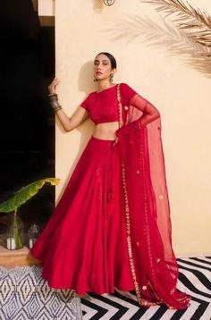 Lehenga Choli Wedding, Gold Lehenga, Indian Attire, Indian Wear, Indian Outfits, Stylish Clothes, Stylish Outfits, Blouse Styles, Blouse Designs
