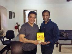 Dr. VA Shiva Ayyadurai präsentiert Padma Shri Kamal Haasan mit seinem neuesten Buch, die E-Mail Revolution.