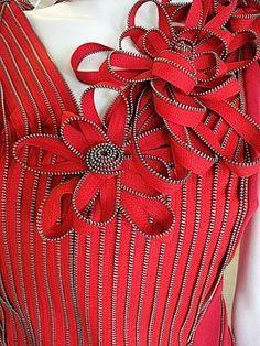 Zipper shirt/dress with zipper flowers Zipper Flowers, Fabric Flowers, Ribbon Flower, Sewing Hacks, Sewing Crafts, Sewing Projects, Zipper Crafts, Zipper Jewelry, Motifs Perler