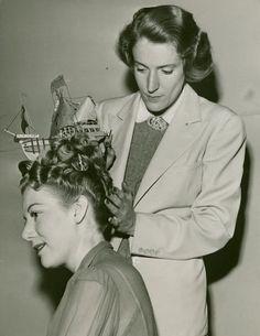 lostsplendor: Model with Boat in Hair. 1940s Hairstyles, Wig Hairstyles, Hairdos, Vintage Hair Salons, Nostalgia, Salon Style, Hair Photo, Bad Hair, Hair Today