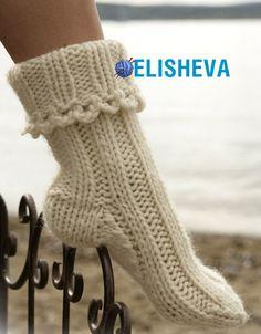 Ravelry: Socks in Eskimo pattern by DROPS design (pretty as bed socks. Knitted Socks Free Pattern, Knitted Slippers, Slipper Socks, Crochet Slippers, Knitting Socks, Knitting Patterns Free, Free Knitting, Knit Crochet, Crochet Patterns