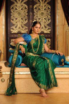 Latest Designer Indian Sari Traditional Clothing Saree with blouse piece Bridal Sarees South Indian, Indian Sarees, Indian Bridal, Indian Bollywood, Bollywood Style, Indian Dresses, Indian Outfits, Bollywood Designer Sarees, Silk Saree Blouse Designs