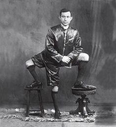 Freak show performer, Francesco Lentini with 3 legs, 4 feet, 2 penises. Joseph Merrick, Barnum Circus, Circus Circus, Circus Theme, Elephant Man, Sideshow Freaks, Human Oddities, Grand Art, Rare Historical Photos