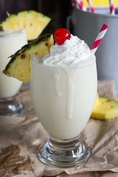 Colada Smoothie Pina Colada Smoothie - I Wash You Dry - cool drink after a long day. Wishing I was at the beach now.Pina Colada Smoothie - I Wash You Dry - cool drink after a long day. Wishing I was at the beach now. Juice Smoothie, Smoothie Drinks, Healthy Smoothies, Healthy Drinks, Coconut Smoothie, Avocado Smoothie, Healthy Breakfasts, Fruit Smoothies, Eating Healthy