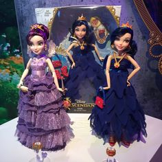 Today we are at the Hasbro Toy Fair 2015 presentation and here is a look at the new Disney's Descendants dolls and accessories that will be released this year in conjunction with the upcoming Disney Channel movie that will premiere Summer Disney Descendants Dolls, Les Descendants, Disney Dolls, Barbie Dolls, Disney Channel Movies, Mal And Evie, Disney Decendants, Monster High Birthday, Tutu Costumes