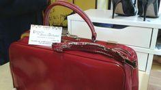 Ricostruzione manico di una borsa da medico donna  antica.