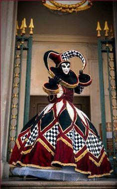 Harlequin-style masker at Carnivale 2014 - Venice, Italy Venice Carnival Costumes, Venetian Carnival Masks, Carnival Of Venice, Venetian Masquerade, Masquerade Party, Masquerade Costumes, Masquerade Outfit, Masquerade Ball Gowns, Costume Harlequin