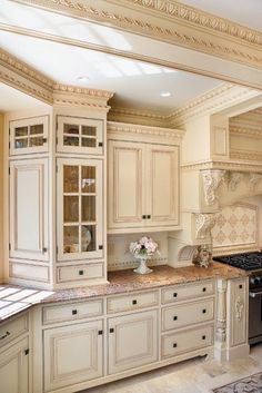 The molding in this kitchen - and color are like my old house. Would love those again | kitchens  | Moldings, Cabinets and Kitchens