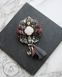 #brooch #handmadejewelry #handmade #jewelry #jewelrydesigner #jewellery #jewellerydesign #jewels #design #details #style #accessories #edtaccessories #stone #swarovskicrystals #swarovski #sweet #beads #sparkle #elegant #gift #autumn #winter #fashionblogger #fashion #fashionista