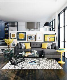 Soggiorno moderno contemporaneo con tocchi di colore giallo