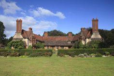 http://www.landmarktrust.org.uk/Global/property-images/DtoL/Goddards/Holiday/Goddards_04-09-09_JMiller%2021.jpg