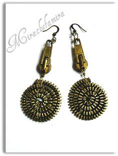 """orecchini """"spiralzip"""" Zipper Bracelet, Zipper Jewelry, Fabric Jewelry, Jewelry Crafts, Handmade Jewelry, Zipper Flowers, Zipper Crafts, African Accessories, Diy Schmuck"""