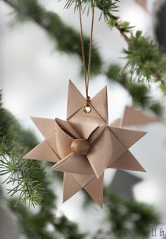 Set up the Christmas tree, keep fresh, the species and more - Christmas - Xmas - Weihnachten - Danish Christmas, Christmas Star, Scandinavian Christmas, Winter Christmas, Christmas Ornaments, Paper Ornaments, Christmas Feeling, All Things Christmas, Natural Christmas