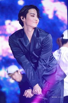 "kobutoririsu: ""How could you not love our whiplash giving leader? ❤🌴Call My Name Showcase Yugyeom, Youngjae, Jaebum Got7, Got7 Jb, Got7 Jackson, Mark Jackson, Jackson Wang, Girls Girls Girls, Justin Bieber"