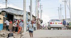 Una calle de Mathare, uno de los 'slums' de Nairobi (Kenya).  Cómo cambiar la vida de mil millones de personas con menos derechos que los presos Los asentamientos informales no paran de crecer. En Habitat III se buscan soluciones a este problema
