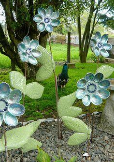 Paua shell flowers and a live Peacock! Seashell Crafts, Beach Crafts, Seashell Ornaments, Christmas Ornaments To Make, Garden Ornaments, Mosaic Garden, Garden Art, Paua Shell, Abalone Shell