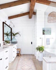 Modern Farmhouse Bathroom, Modern Bathroom Design, Bathroom Interior Design, Home Interior, White House Interior, Industrial Bathroom Design, Modern Vintage Bathroom, Bathroom Design Layout, Urban Farmhouse