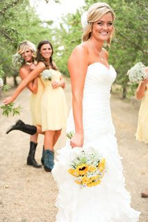 How to plan a #country #wedding ♡ PALE YELLOW BRIDESMAIDS ♡ https://itunes.apple.com/us/app/the-gold-wedding-planner/id498112599?ls=1=8 ♡ Weddings by Colour ♡ http://www.pinterest.com/groomsandbrides/boards/