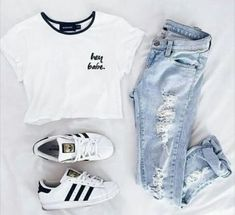 Find and save up to date fashion trends and the latest style inspiration, ootd photography and outfit looks Cute Teen Outfits, Teenage Girl Outfits, Cute Comfy Outfits, Cute Outfits For School, Teen Fashion Outfits, Swag Outfits, Cute Summer Outfits, Simple Outfits, Outfits For Teens