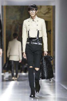 Balmain Menswear Spring Summer 2018 Collection in Paris Asian Men Fashion, Mens Fashion, Fashion Menswear, Fashion Trends, Christophe Decarnin, Balmain Men, Casual Street Style, Spring Summer 2018, Paris Fashion