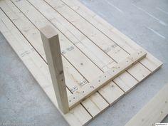 nikkarointi,terassipöytä Wood Block Crafts, Diy Wood Projects, Wood Crafts, Diy Outdoor Table, Diy Patio, Building Furniture, Pallet Furniture, Diy Dining Room Table, Wooden Sofa Designs