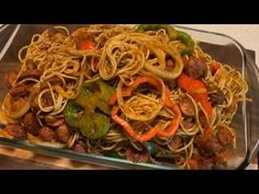 thin spaghetti noodles pack hot dogs Onions tri colored bell peppers Garlic cloves Maggie cube or Maggie pollo 3 Tbls tomato paste 2 Roma tomatoes . Haitian Spaghetti Recipe, Spaghetti Recipes, Pasta Recipes, Cooking Recipes, Hot Dog Spaghetti, Haitian Food Recipes, Time To Eat, Italian Dishes, Lunches And Dinners