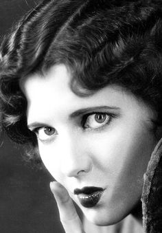 """Jean Arthur -------- Imagine that ....   """"Edith"""" of """"All in the Family"""" ....  (those were the days!) She was a beauty."""