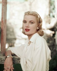Although Grace Kelly was from Philadelphia she had the genteel air of a Southerner