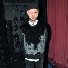 Pierre Lapointe lance son nouveau vidéoclip pour la chanson 27-100 rue des partances   HollywoodPQ.com
