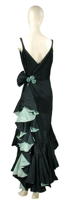 Philippe & Gaston Asymmetrical Ruffle Dress French, Black silk taffeta molded design with bias ruffles faced in celadon crepe de chine: This looks like something Midna would wear from Twilight Princess. 1930s Fashion, Fashion Mode, Vintage Fashion, Vintage Gowns, Vintage Outfits, Vintage Clothing, Beautiful Gowns, Beautiful Outfits, Ruffle Dress
