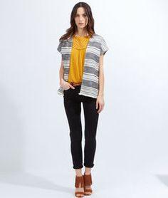 Veste sans manche texturée, détails franges gris/blanc.